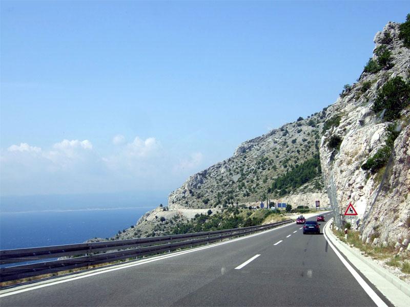 На автомобиле можно без проблем объехать все хорватское побережье