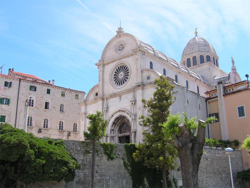 Собор Святого Иакова построен при помощи уникальной каменной кладки