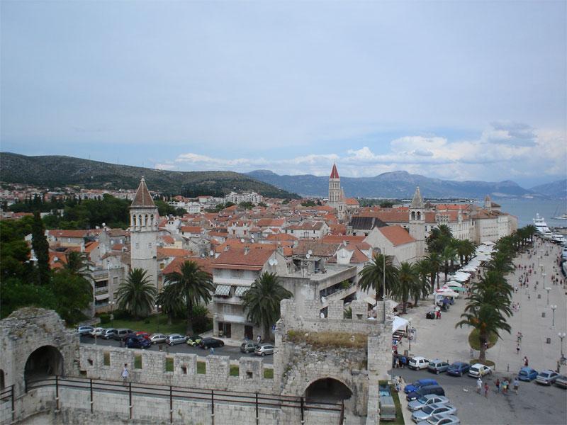 Вид на исторический квартал Трогира с крепости Камерленго