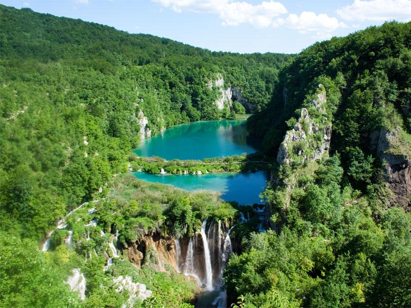 Плитвицкие озера знамениты каскадами многочисленных водопадов