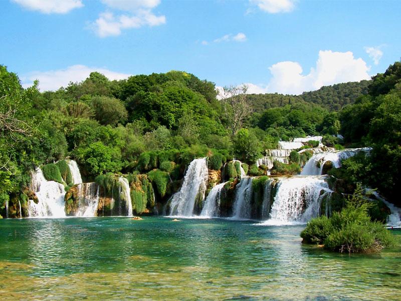 Каскады водопадов - самая известная достопримечательность национального парка Крка